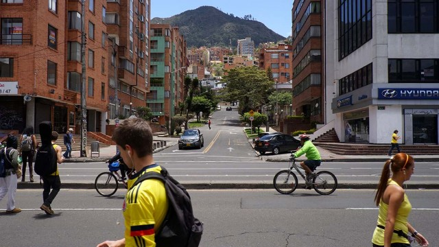 The Bogota - Medellin series #1 - The people and the crowd